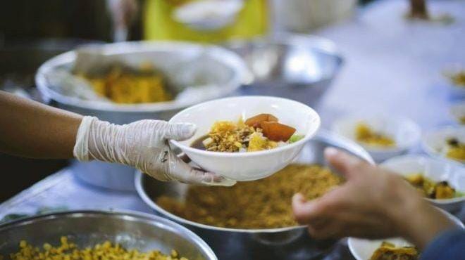 Doacao Alimentos Marmita Foto Bigstock 660x372