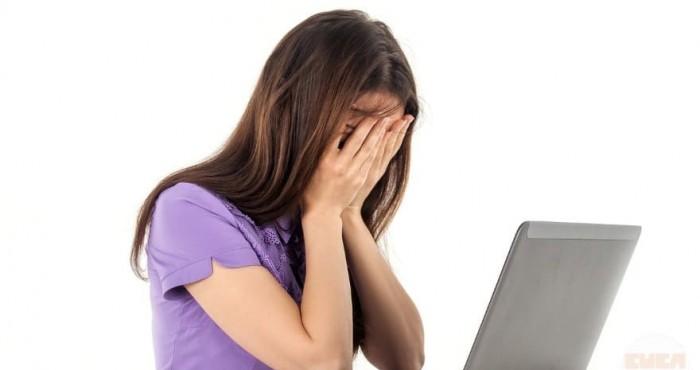 Garota Chateada Computador